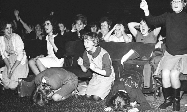 Эмоции молодых девушек на концерте The Beatles, Плимут, 1963 год