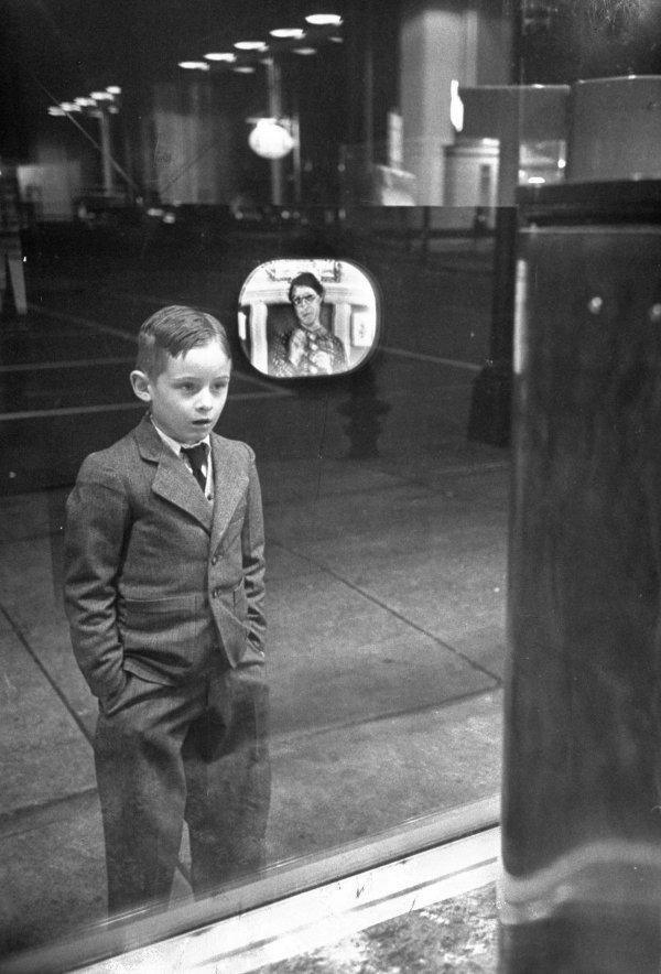 Реакция мальчика, который впервые в жизни увидел телевизор, 1948 год