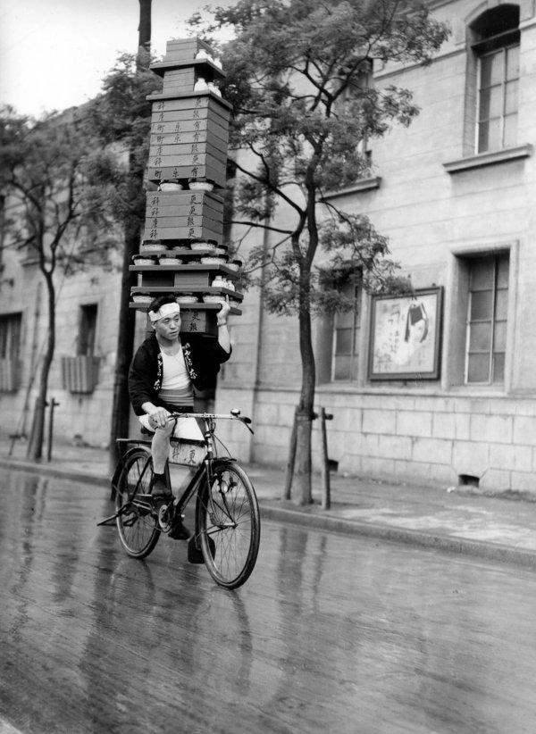 Доставщик лапши в Токио, 1935 год