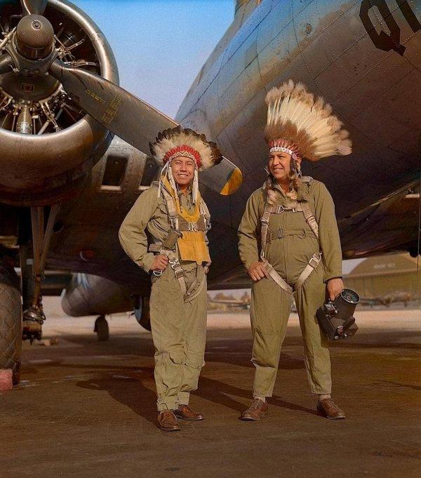 Члены экипажа бомбардировщика Boeing B-17 Flying Fortress, 1944 год