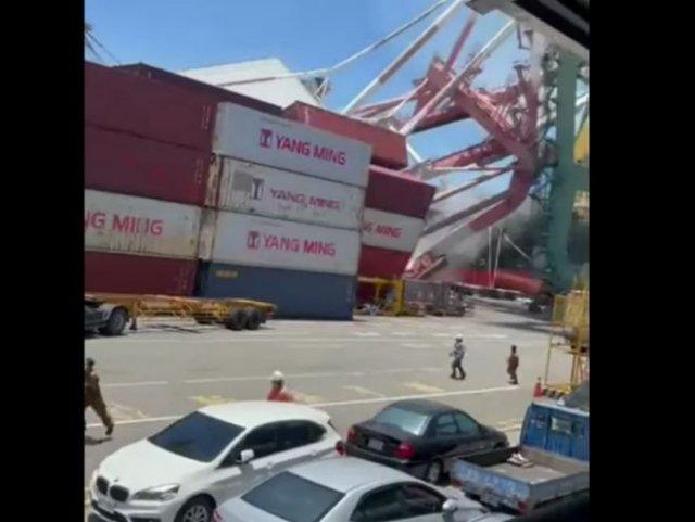 Эффектное, но опасное происшествие в китайском порту