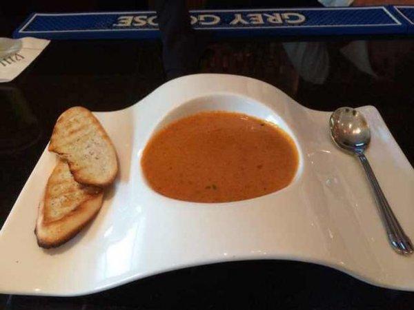 Оригинальная супница, из которой невозможно аккуратно поесть
