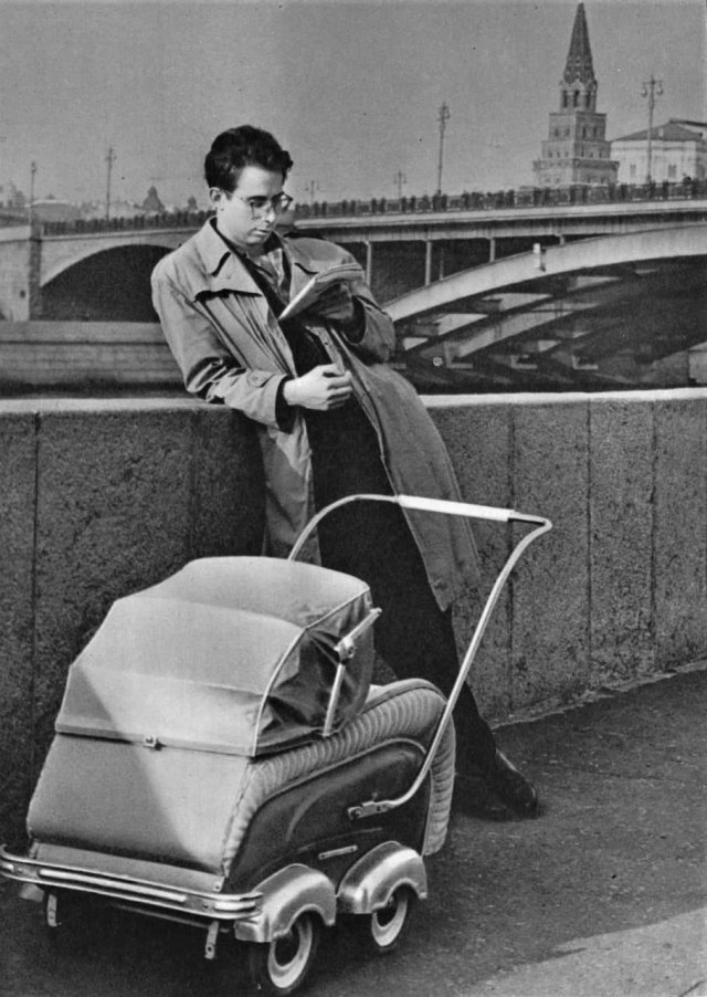 Moлодой отец, Моcква, 1962 гoд.