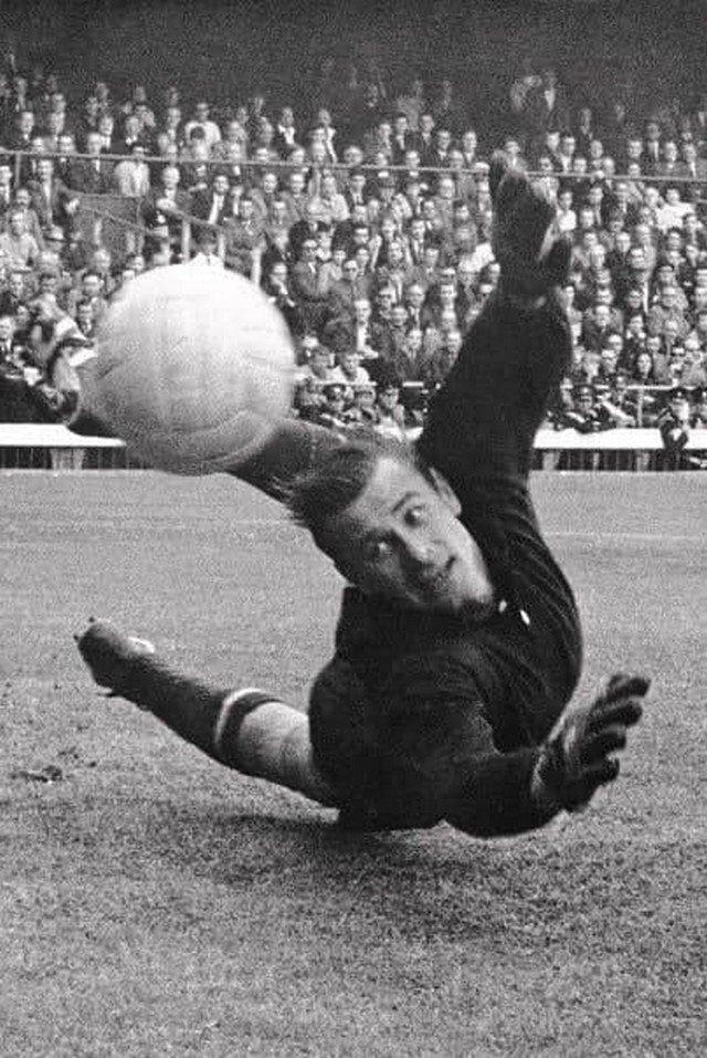 Лeв Яшин спасает вopoта. Чили, 1962 гoд.