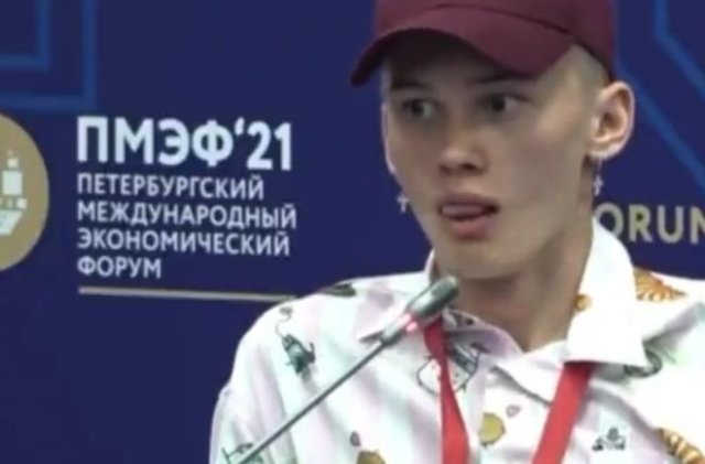 """Настоящий """"эксперт"""": Даня Милохин на ПМЭФ 2021 рассуждает о творческом следе в истории"""