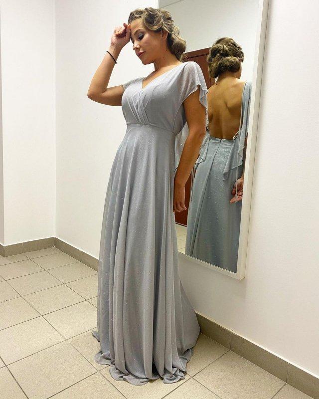 Юлия Барановская: бывшая Андрея Аршавина в сером платье