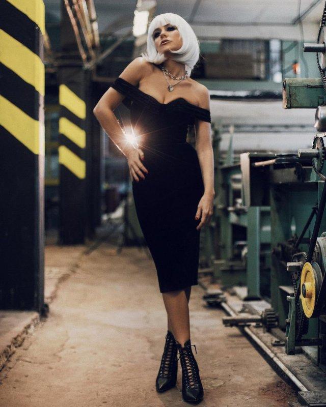 Юлия Барановская: бывшая Андрея Аршавина в черном платье на заводе