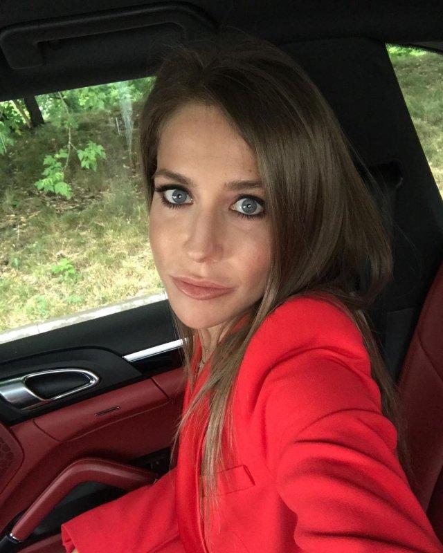 Юлия Барановская: бывшая Андрея Аршавина в красном пиджаке