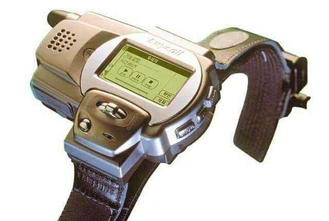 Первые в истории часы-телефон Samsung SPH-WP10, 1999 год.
