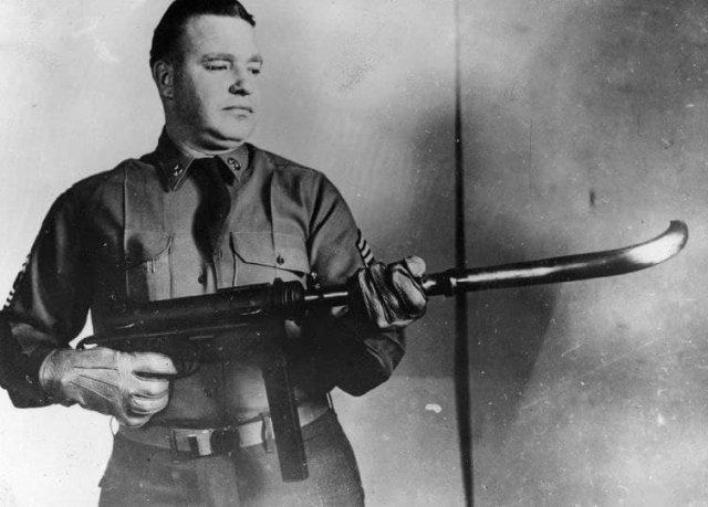 Пистолет-пулемет M-3 с изогнутым дулом для стрельбы из-за угла, США, 1953 год.