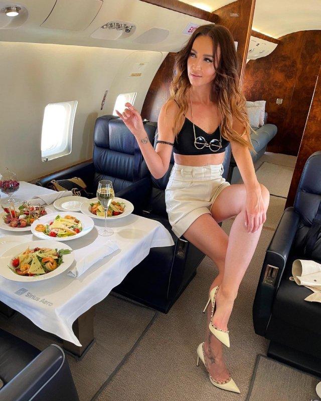 Ольга Бузова в частном самолете