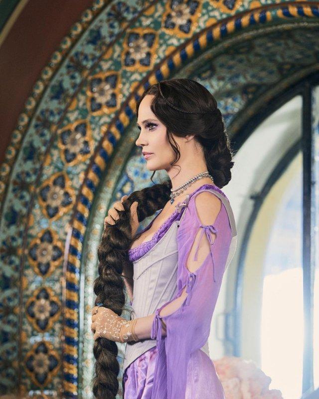 Наталья Чистякова Ионова (певица Глюк'OZA) в фиолетовом платье