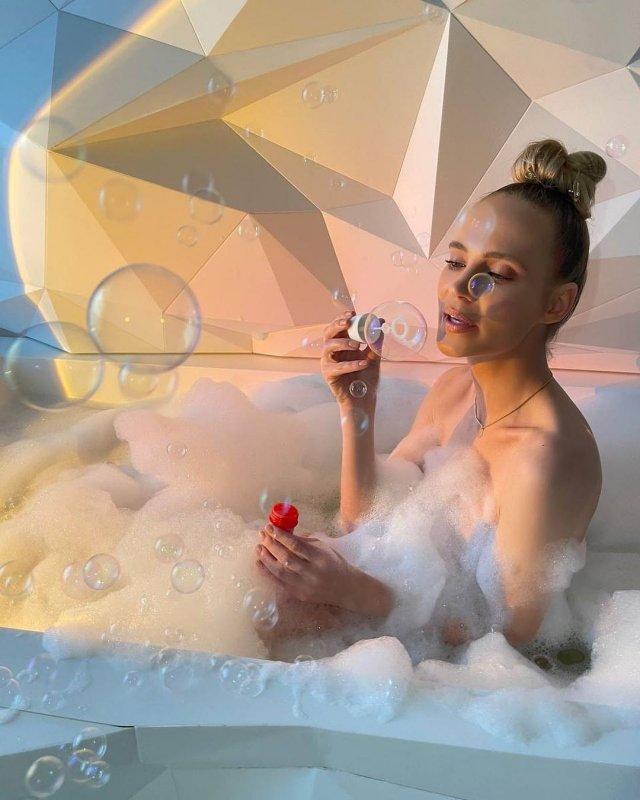 Наталья Чистякова Ионова (певица Глюк'OZA) голая в ванной