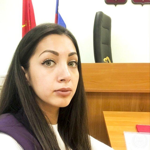 Юрист Эльнара Троицкая, которая подал иск к Ксении Собчак на 50 миллионов рублей в суде