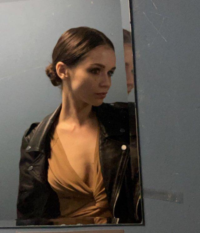 Софья Синицына - актриса, родившая Павлу Табакову дочь делает селфи