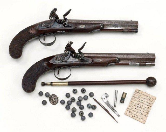 Пара кремневых пистолей, принадлежавших капитану Уильяму Уолтеру - командиру ополчения в Дувре, 1807 год.
