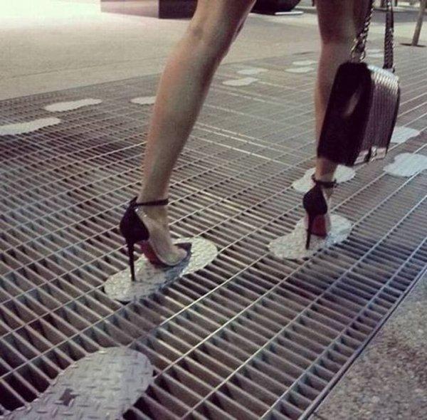 Только девушки на каблуках понимают всю гениальность этого решения