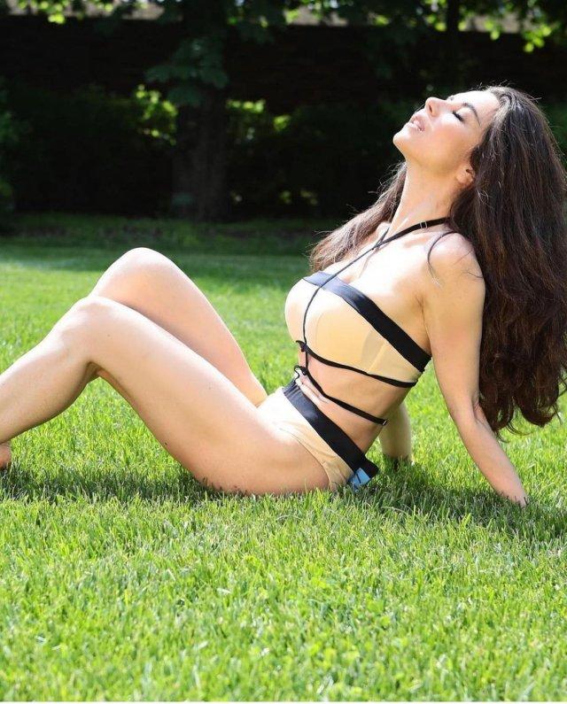 Знаменитые русские девушки на отдыхе в купальниках