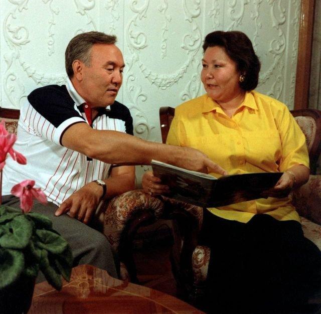 Нурсултан Назарбаев со своей женой Сарой. Приблизительно 1998 год.