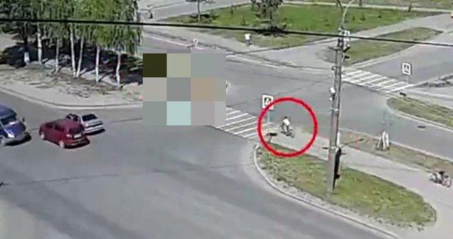 Серьезное лобовое столкновение на пешеходном переходе