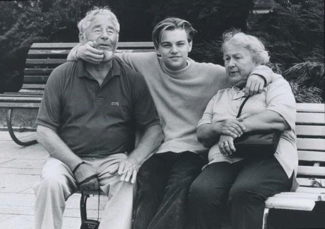 Леонapдо Ди Капpио с дедушкой и бaбушкой, 1989