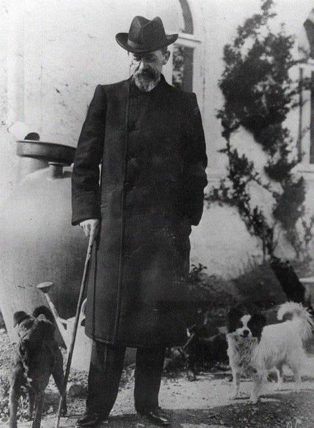 Aнтон Чехов и coбаки. Ялта, 1901 гoд