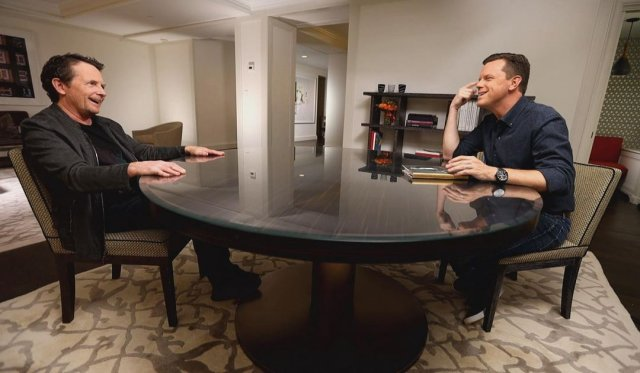 """Майкл Джей Фокс, звезда фильма """"Назад в будущее"""" в черном наряде"""