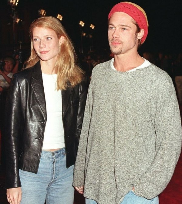 Гвинет Пэлтроу и Брэд Питт на вечеринке в ночном клубе. 1995 год