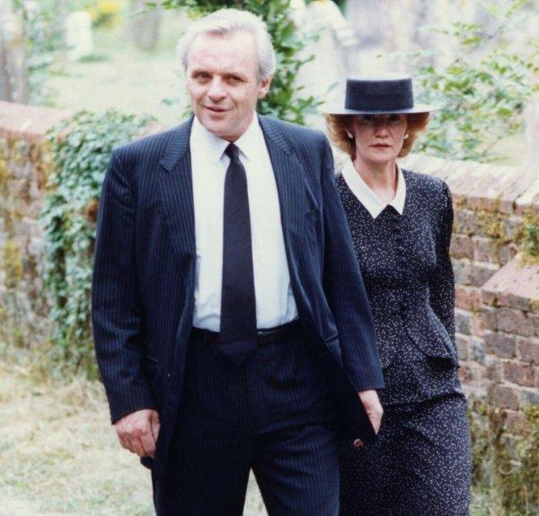 Энтони Хопкинс и его жена на похоронах актера Лоуренса Оливье. 1989 год