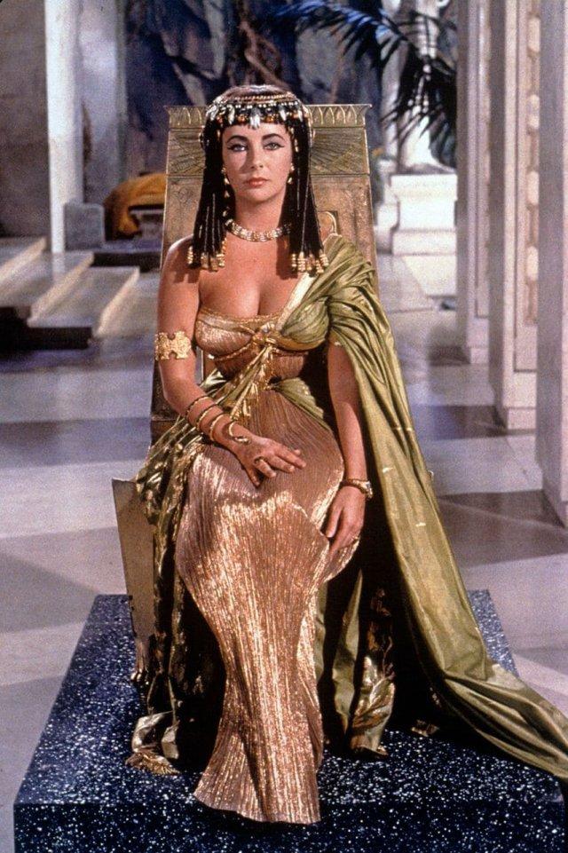 Элизабет Тейлор в образе Клеопатры, 1963 год.