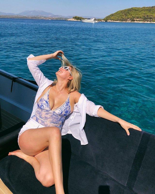 Кейт Аптон в голубом купальнике