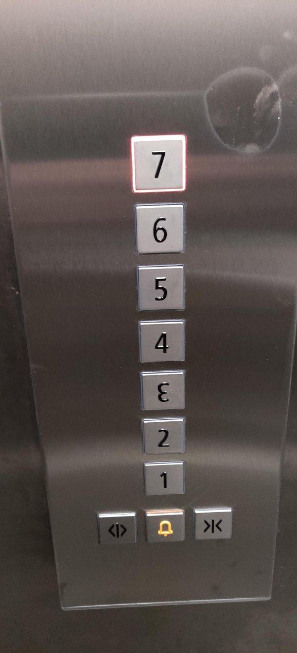 Кажется, что раскладка кнопок шлет нас на три буквы