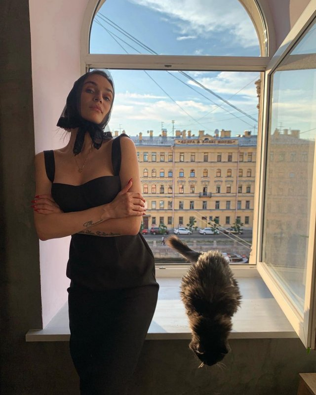 Алена Водонева в черном платье