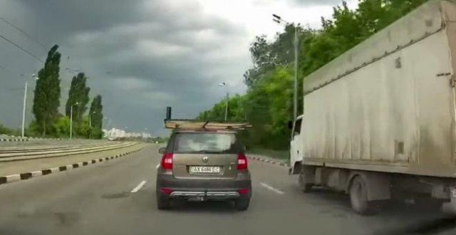 Стоило закрепить груз на машине