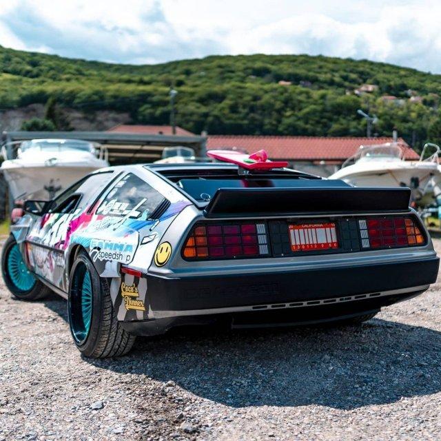 Француз переделал DMC DeLorean в машину для дрифта с двигателем V8