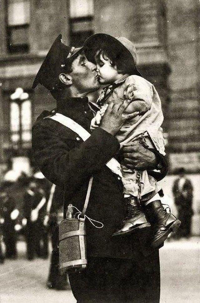 Последние минуты прощания с дочкой. Канадский солдат уходит на войну, Первая мировая, 1914 год.