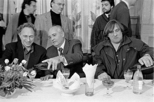 Пьер Ришар, Михаил Горбачев и Жерар Депардье на ММКФ, 1993 год.