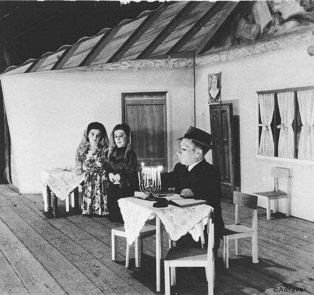 Семья Овиц, Израиль, 1950 год. Эта семья карликов смогла пережить эксперименты доктора Менгеле в Освенциме