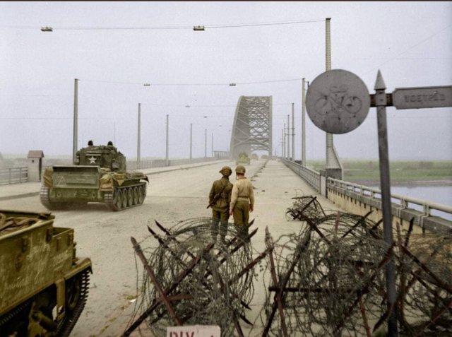 Вторая Мировая Война. Мост в г. Неймеген под контролем союзников. Нидерланды. 1944 г.