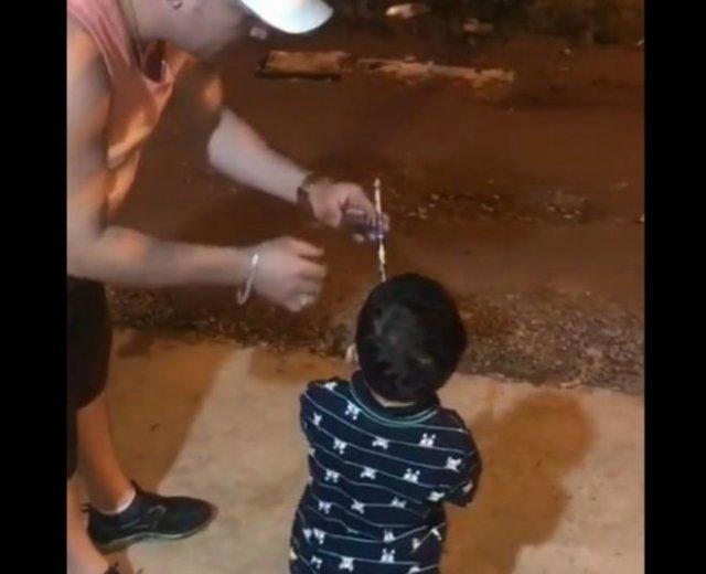 Не стоит давать ребенку фейерверк