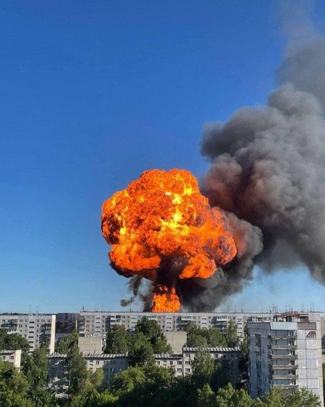 Взрыв на АЗС в Новосибирске попал на видео: пострадало шесть человек