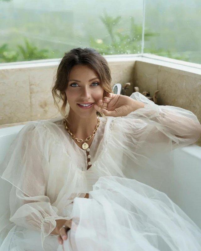 Регина Тодоренко в белом платье