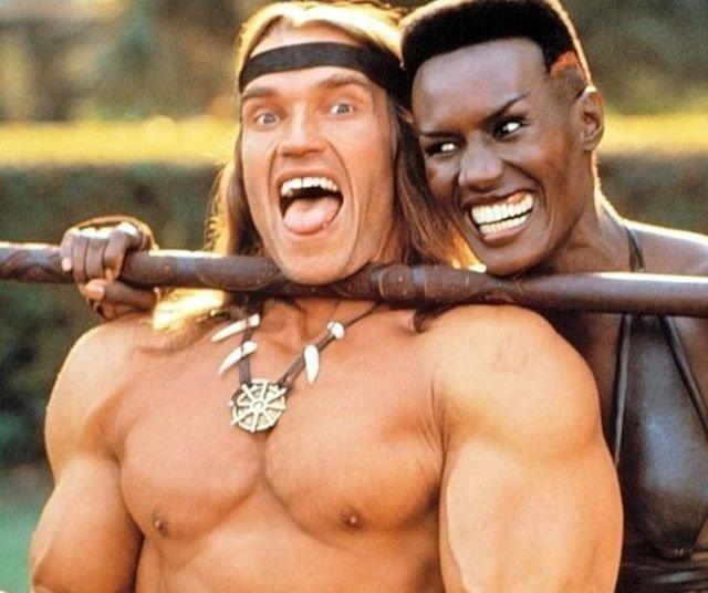 Актёры «Конана-разрушителя» Арнольд Шварценеггер и Грейс Джонс дурачатся