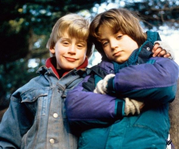 Маколей Калкин и Элайджа Вуд на съёмках фильма «Добрый сынок»