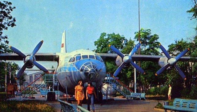 город Таганрог. Детский кинотеатр в Ан-10 (1970-е)