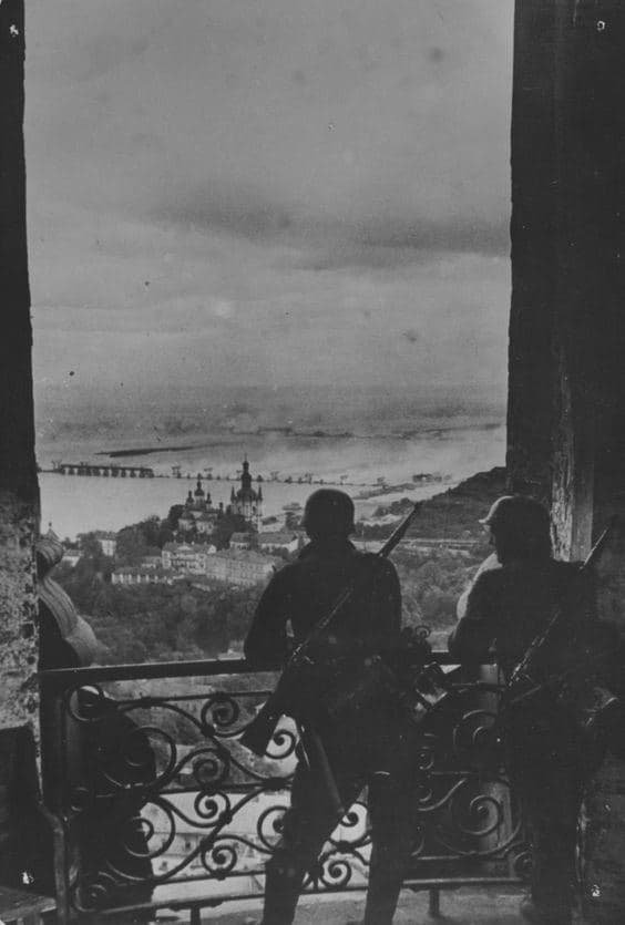 Немецкие солдаты в Киеве, 1941 год