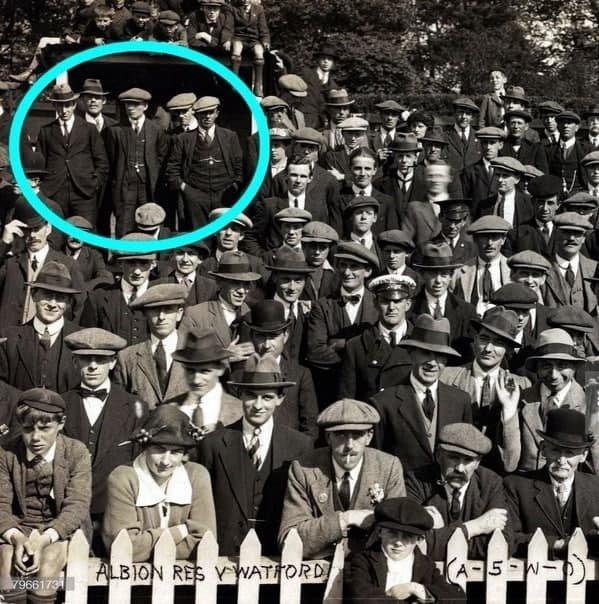 """""""Острые козырьки"""" на футбольном матче Брайтон — Уотфорд, 1920 год."""