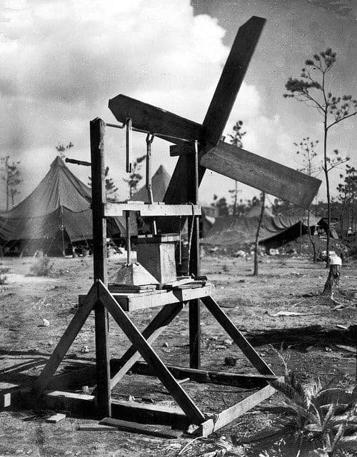 Ветрянная стиральная машинкаВторая мировая война. Лагерь американских войск.