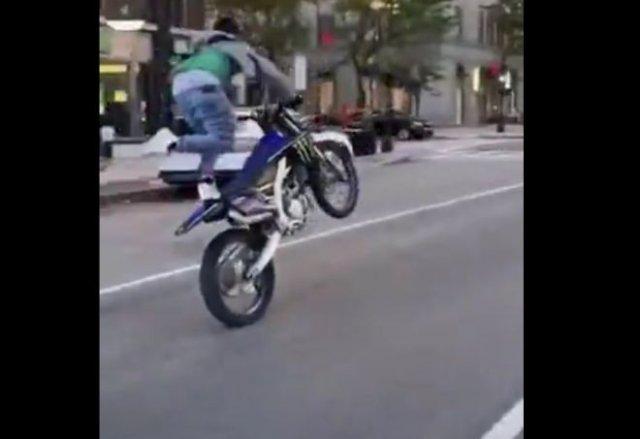 Болезненный фейл на мотоцикле