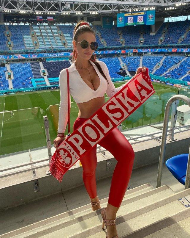 Самая красивая болельщица сборной Польши Марта Барцок на Газпром Арене
